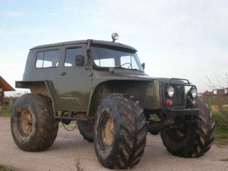 Когда то она звалась ВАЗ-21099.  Вездеход сделан на базе агрегатов УАЗа.  Двигатель и коробка от Волги.